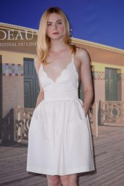 Elle Fanning at Galveston Photocall at Deauville American Film Festival 2018/09/01 5