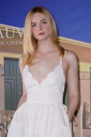 Elle Fanning at Galveston Photocall at Deauville American Film Festival 2018/09/01 6