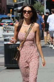 Emily Ratajkowski Out and About in New York 2018/08/31 1