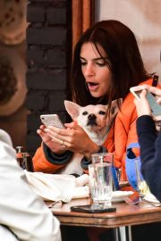 Emily Ratajkowski Out for Lunch with Friend in New York 2018/09/10 1