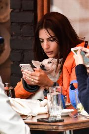 Emily Ratajkowski Out for Lunch with Friend in New York 2018/09/10 3