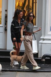 Emily Ratajkowski Out with Her Dog in New York 2018/09/13 5