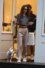 Emily Ratajkowski Out with Her Dog in New York 2018/09/13 6