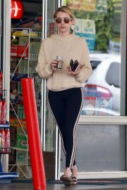 Emma Roberts a a Gas Station in Beverly Hills 2018/09/05 1