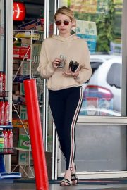 Emma Roberts a a Gas Station in Beverly Hills 2018/09/05 6