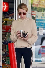 Emma Roberts a a Gas Station in Beverly Hills 2018/09/05 7