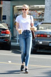 Emma Roberts Out for Morning Coffee in Los Angeles 2018/09/07 1