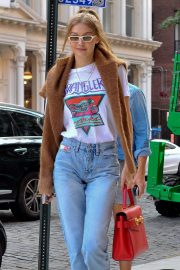 Gigi Hadid Arrives at Her Apartment in New York 2018/09/02 10