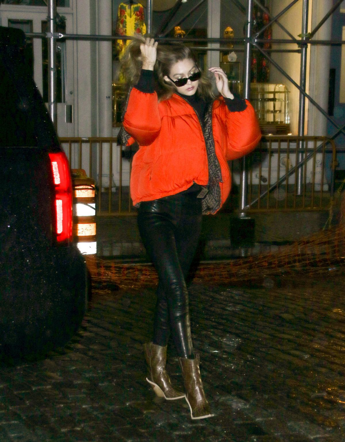 Gigi Hadid Arrives at Her Apartment in New York 2018/09/10 1