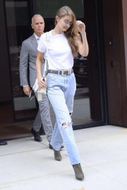 Gigi Hadid in Ripped Jeans Leaves Her Apartment in New York 2018/09/06 2