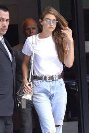 Gigi Hadid in Ripped Jeans Leaves Her Apartment in New York 2018/09/06 7