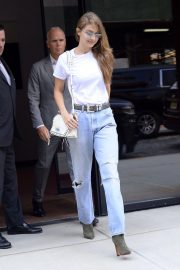 Gigi Hadid in Ripped Jeans Leaves Her Apartment in New York 2018/09/06 9
