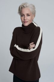 Gillian Anderson at Foe Winser London Collection 2018 15
