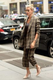 Hailey Baldwin Arrives at a Business Meeting in New York 2018/09/07 1