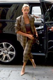 Hailey Baldwin Arrives at a Business Meeting in New York 2018/09/07 2