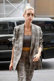 Hailey Baldwin Arrives at a Business Meeting in New York 2018/09/07 5