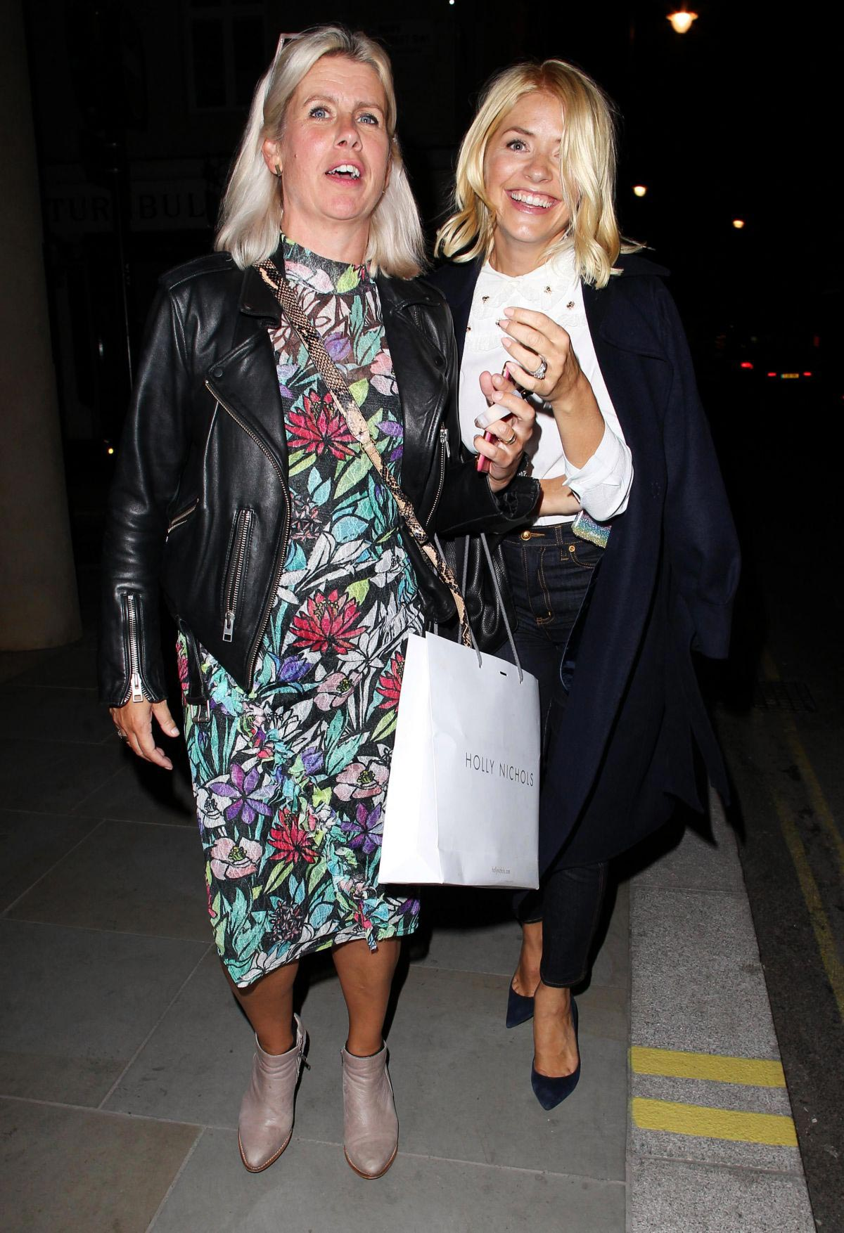 Holly Willoughby Leaves Quaglino's Restaurant in London 2018/09/18 1