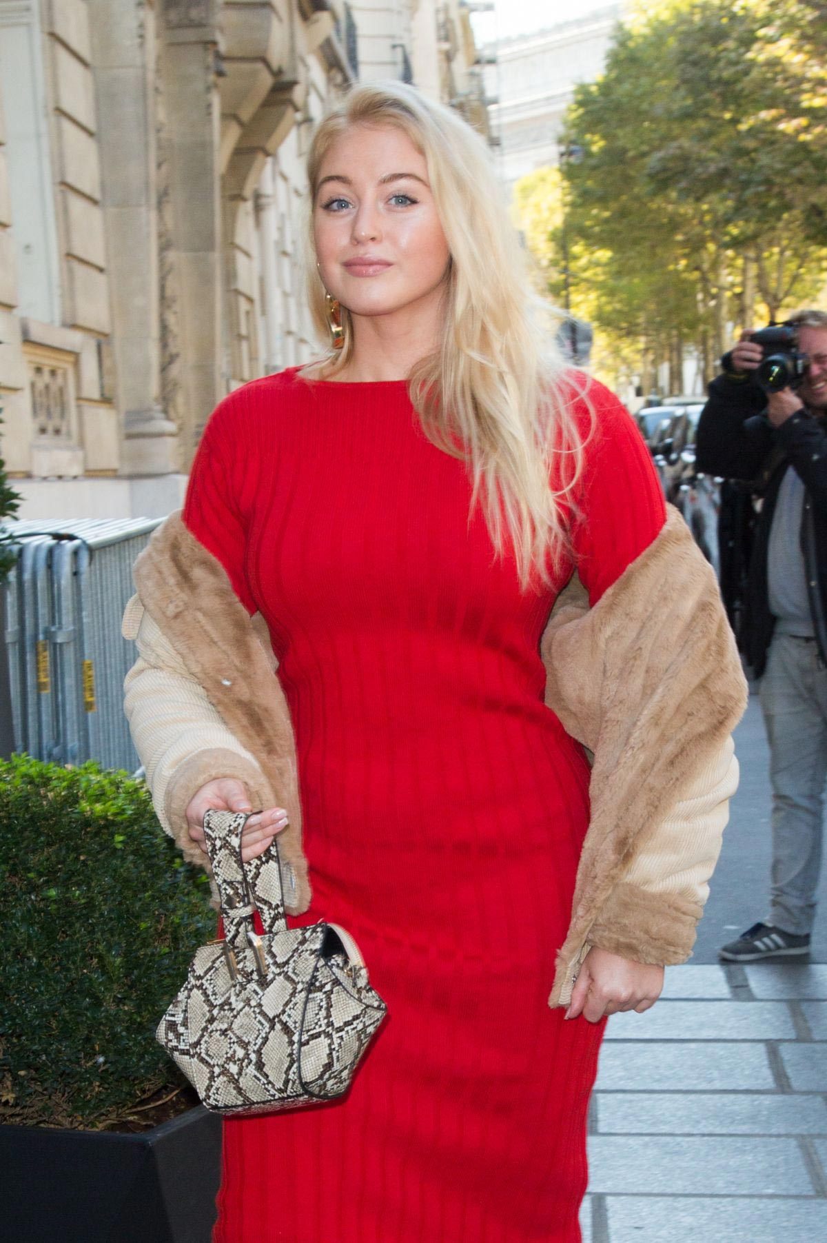 Iskra Lawrence Out in Paris 2018/09/27 1