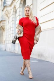 Iskra Lawrence Out in Paris 2018/09/27 5