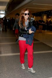 Isla Fisher at Los Angeles International Airport in Los Angeles 2018/09/28 2