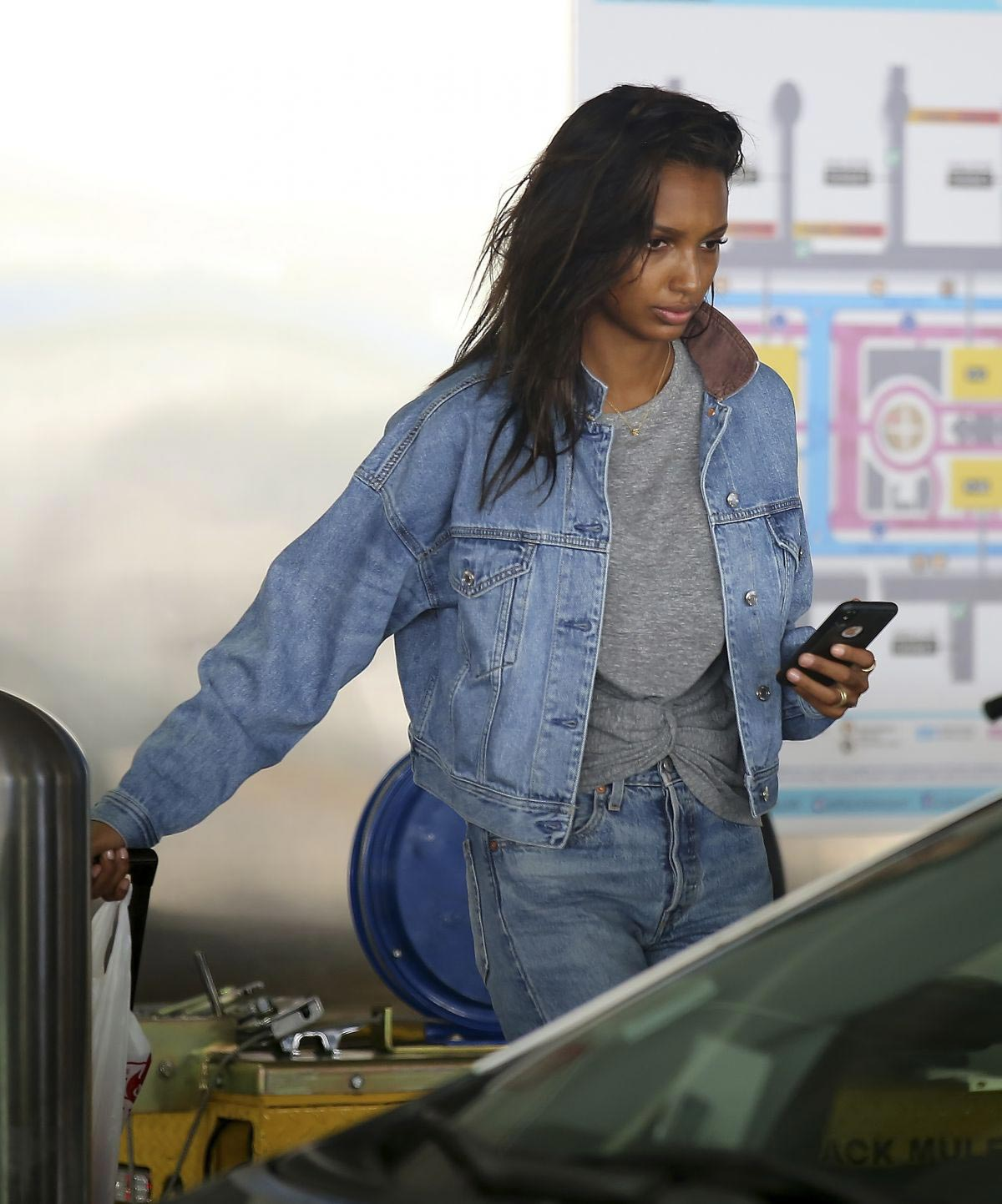 Jasmine Tookes in Double Denim at LAX Airport in Los Angeles 2018/09/24 1