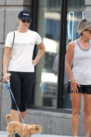 Jennifer Lawrence Out with Her Dog in New York 2018/08/29 1