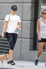 Jennifer Lawrence Out with Her Dog in New York 2018/08/29 3