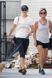 Jennifer Lawrence Out with Her Dog in New York 2018/08/29 4