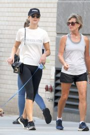 Jennifer Lawrence Out with Her Dog in New York 2018/08/29 7