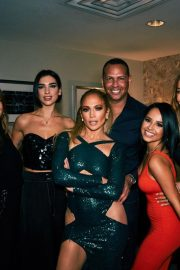 Jennifer Lopez and Friends on the Backstage of Her Show in Las Vegas 2018/09/22 4