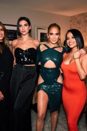 Jennifer Lopez and Friends on the Backstage of Her Show in Las Vegas 2018/09/22 5