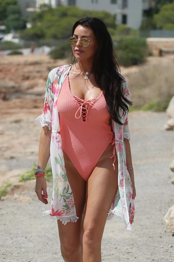 Jessica Wright in Swimsuit Heading to Beach in Ibiza 2018/08/27 1