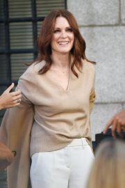 Julianne Moore on the Set of L'Oreal Advertising in New York 2018/09/16 7