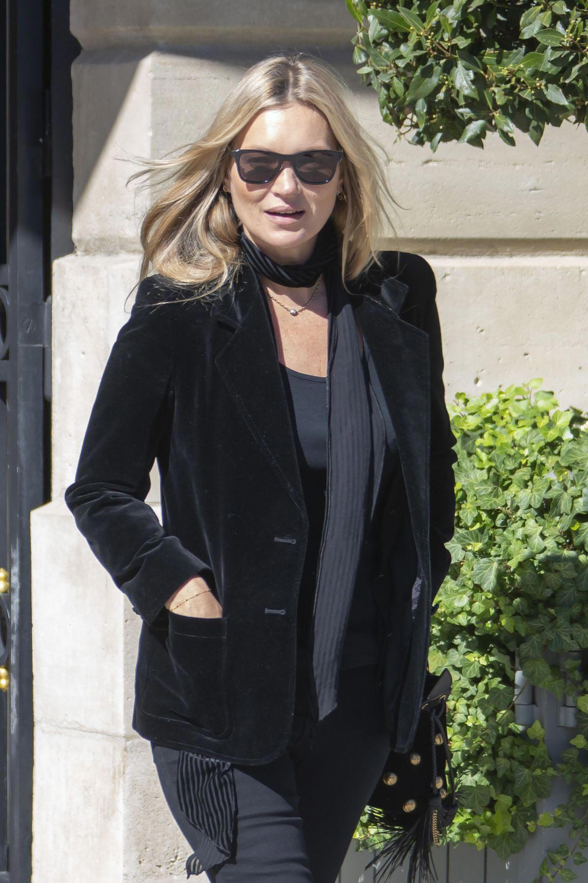 Kate Moss Leaves Her Hotel in Paris 2018/09/26 1