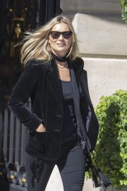 Kate Moss Leaves Her Hotel in Paris 2018/09/26 3