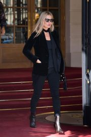 Kate Moss Leaves Her Hotel in Paris 2018/09/26 8