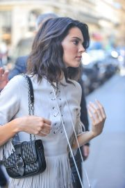 Kendall Jenner Arrives at Her Hotel in Paris 2018/09/11 5