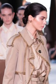 Kendall Jenner at Burberry Runway Show at LFW in London 2018/09/17 1