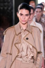 Kendall Jenner at Burberry Runway Show at LFW in London 2018/09/17 3