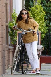 Keri Russell Riding a Bike Out in New York 2018/09/24 1