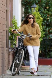 Keri Russell Riding a Bike Out in New York 2018/09/24 2