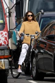 Keri Russell Riding a Bike Out in New York 2018/09/24 4