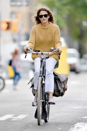 Keri Russell Riding a Bike Out in New York 2018/09/24 5