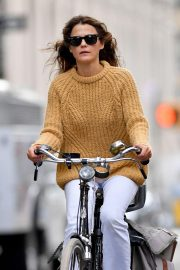 Keri Russell Riding a Bike Out in New York 2018/09/24 6