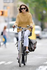 Keri Russell Riding a Bike Out in New York 2018/09/24 7