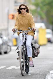 Keri Russell Riding a Bike Out in New York 2018/09/24 8