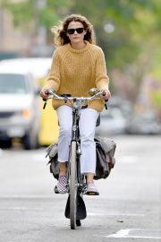Keri Russell Riding a Bike Out in New York 2018/09/24 10