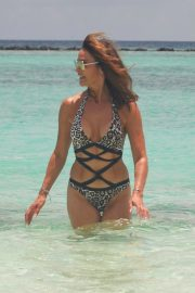 Lizzie Cundy in Swimsuit on the Beach in Maldives 2018/09/08 5