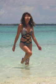 Lizzie Cundy in Swimsuit on the Beach in Maldives 2018/09/08 9