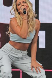 Louisa Johnson Performs at Fusion Festival in Liverpool 2018/09/02 5